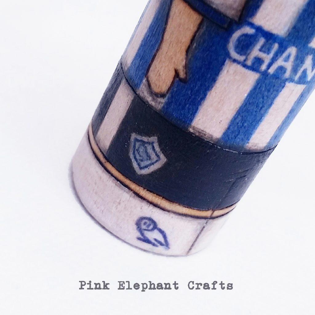 foot ball kit peg dolls, premiership, uk football, personalised peg dolls, peg dolls uk, sheffield wednesday