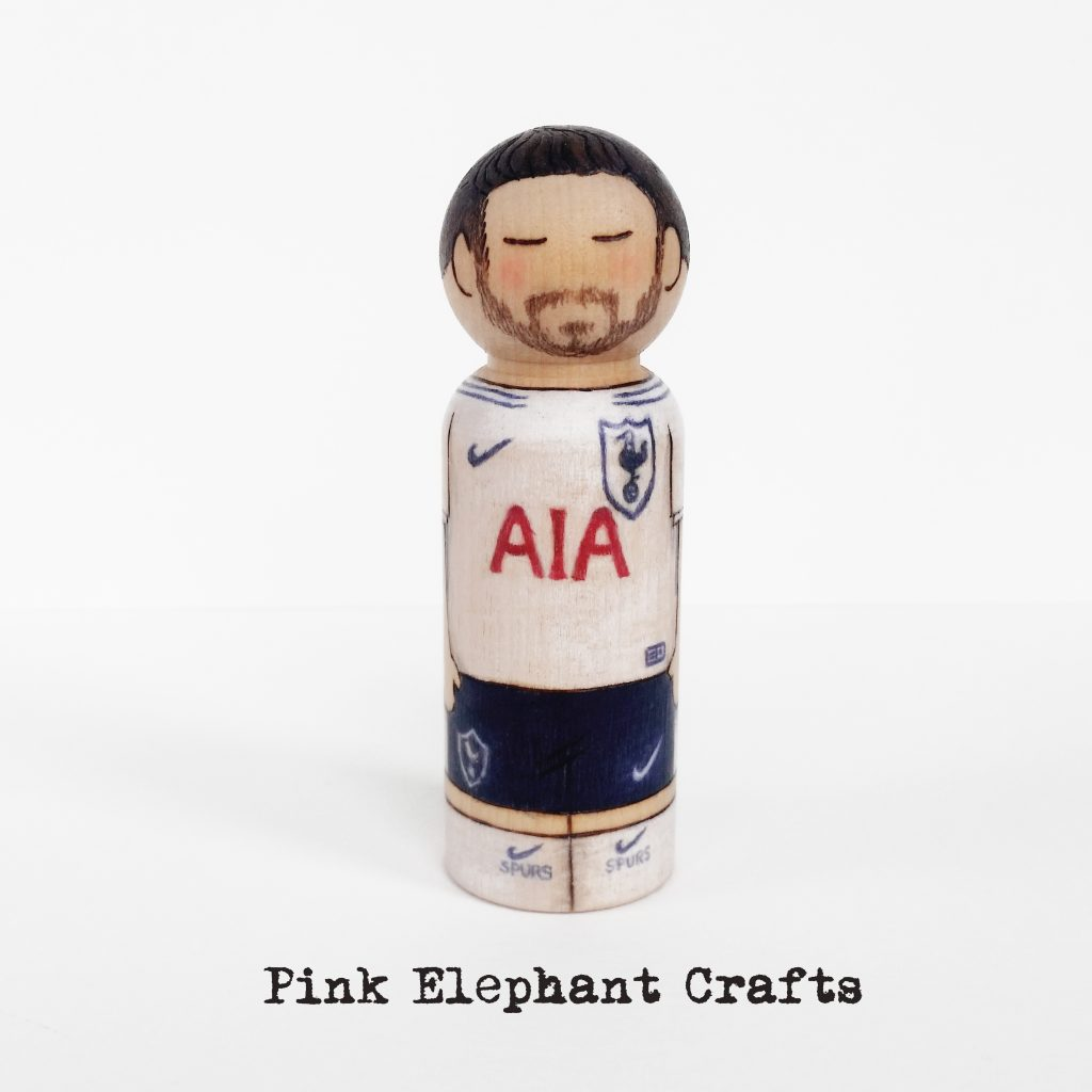 foot ball kit peg dolls, premiership, uk football, personalised peg dolls, peg dolls uk, spurs, tottenham hotspur