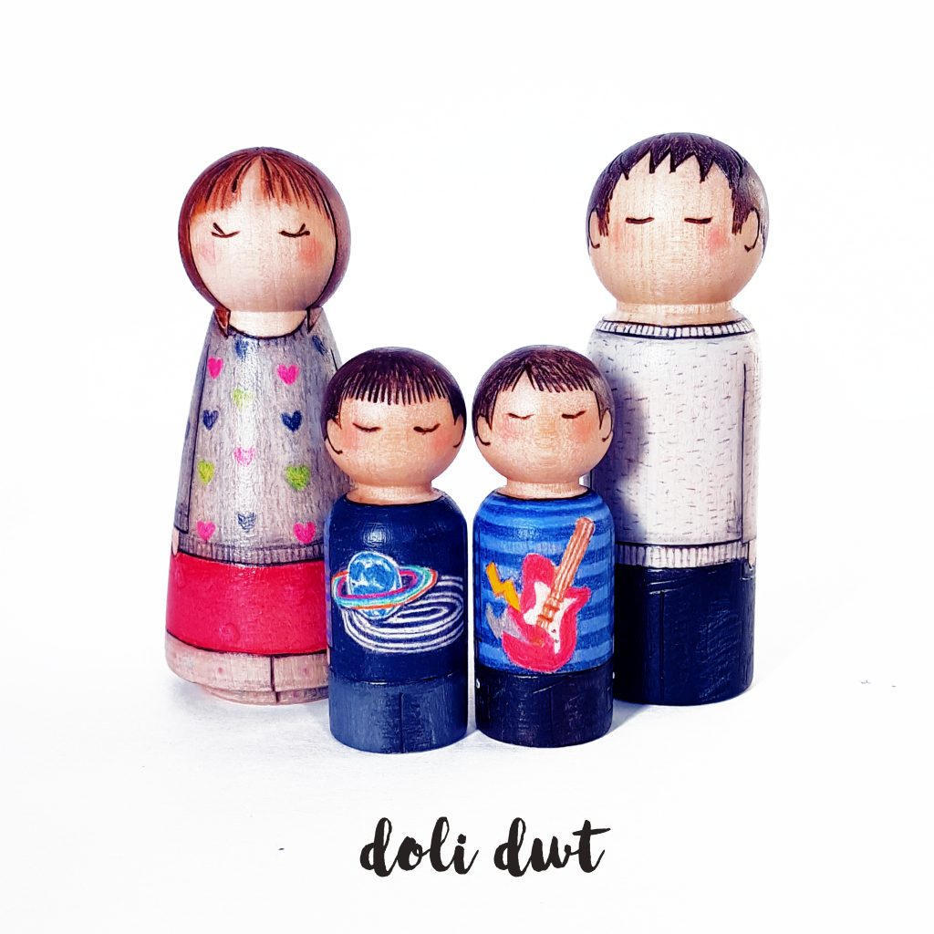 large peg doll family, peg doll, peg dolls, personalised peg dolls, peg doll family, personalised gifts, wedding gift, wedding cake topper
