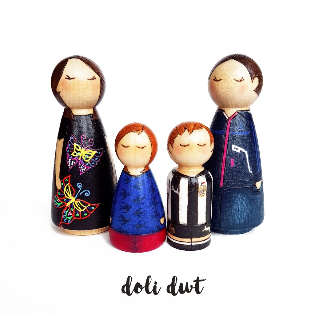 peg dolls, peg dolls uk, peg doll family, personalised gift, personalised peg dolls, custom peg dolls