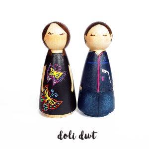 peg dolls, peg dolls uk, peg doll couple, personalised peg doll couple, peg doll family, personalised gift, personalised peg dolls, custom peg dolls
