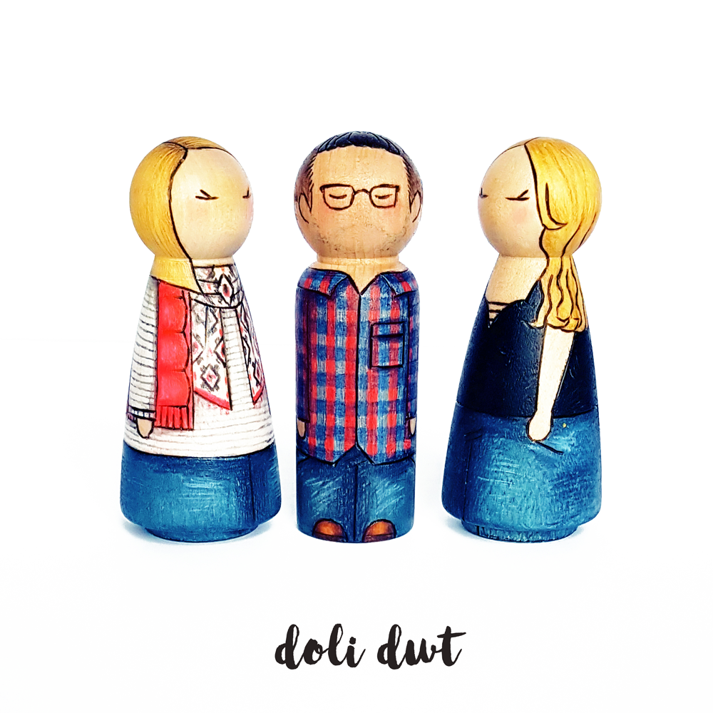 peg doll family, peg dolls, personalised peg dolls, unique gifts, wedding cake toppers, personalised gift