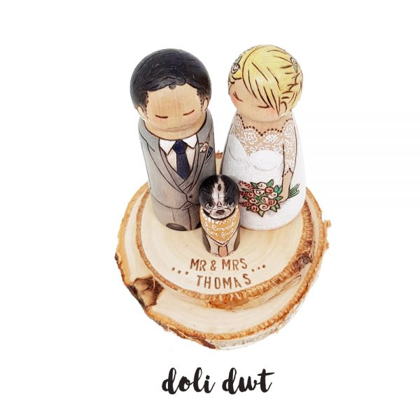 mr and mrs cake topper, rustic cake topper, bride and groom wedding cake topper, wedding cake figurines