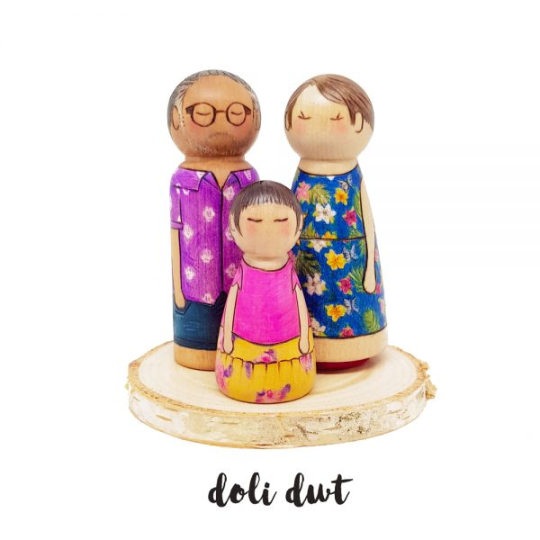 wood slice, peg doll, personalised peg doll, peg doll family, peg doll base